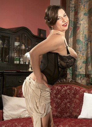 GREAT bustymoms in lingerie delicia!!!